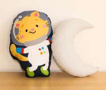 Almofada Infantil Bebê Menino Gatinho Astronauta e Lua
