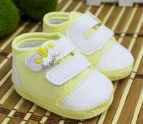 Tênis Bebê Menina Cavalinho Alado Amarelo