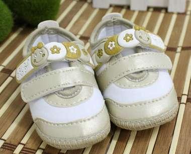 Tênis Bebê Menina Bonequinha Dourado